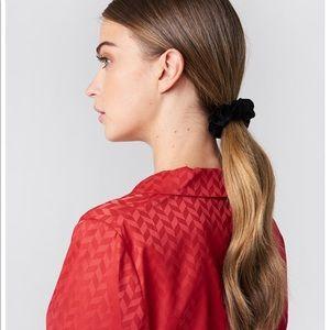 Accessories - NEW black velvet scrunchie